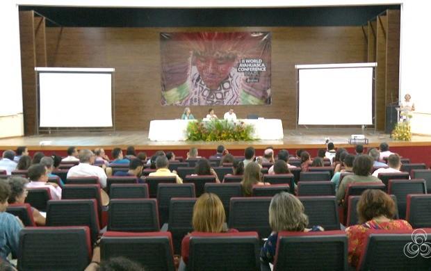 Evento reuniu cerca de 100 representantes de comunidades indígenas da Amazônia, em Rio Branco (Foto: Acre TV)
