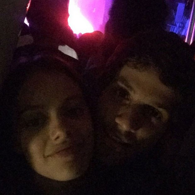 Laura Neiva e Chay Suede posa juntinhos para selfie (Foto: Instagram/ Reprodução)