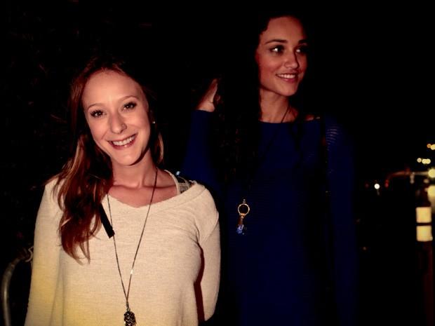 As atriz Carol Abras e Débora Nascimento na festa de Avenida Brasil (Foto: Avenida Brasil/ TV Globo)