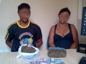 Foi apreendido em torno de meio quilo da droga prensada. (Foto: Divulgação/Polícia Civil)