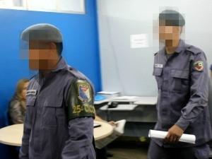 Policiais militares foram presos para proteger vítimas, segundo a polícia (Foto: Diego Toledano/G1 AM)