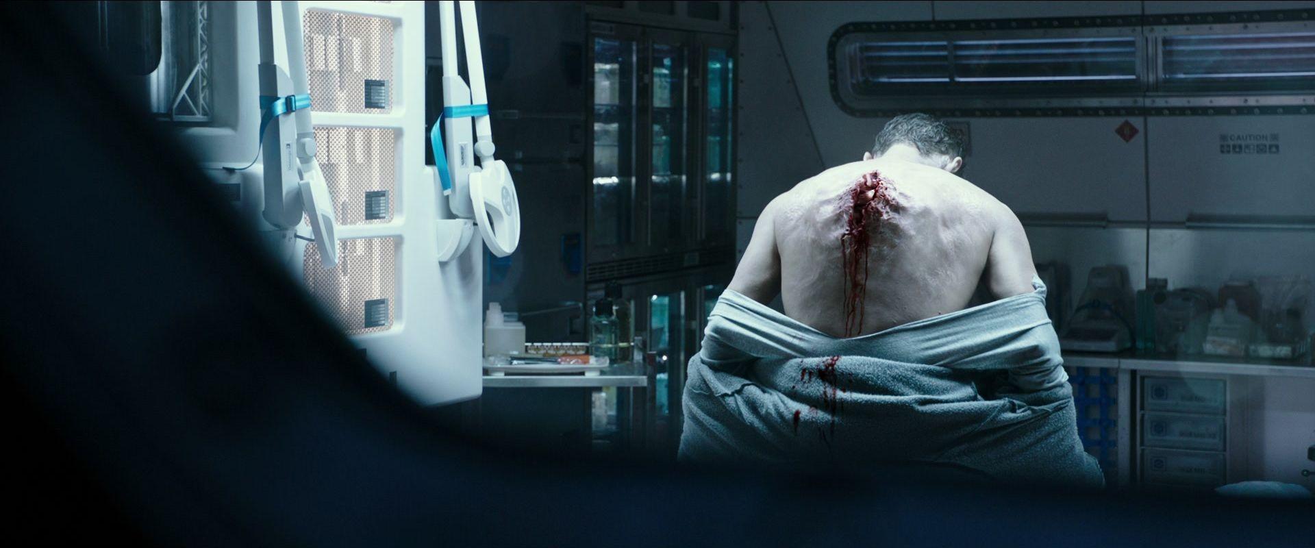 Cena sangrenta (só uma delas) de Alien: Covenant (Foto: Reprodução/Youtube)