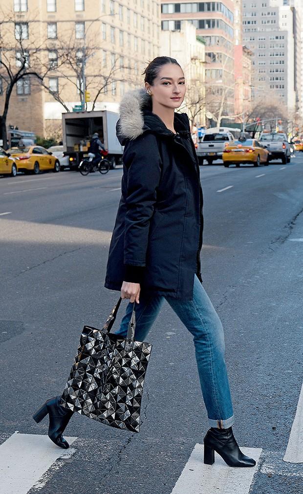 """A modelo adora caminhar pelas ruas de Manhattan. """"Mas no inverno, é tão frio que só vou ao museu, cinema e restaurante"""" (Foto:  )"""