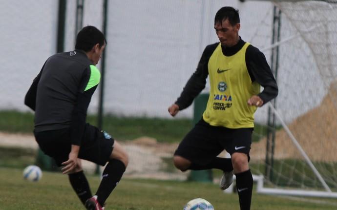 Cáceres e João Paulo treino Coritiba  (Foto: Divulgação Coritiba)