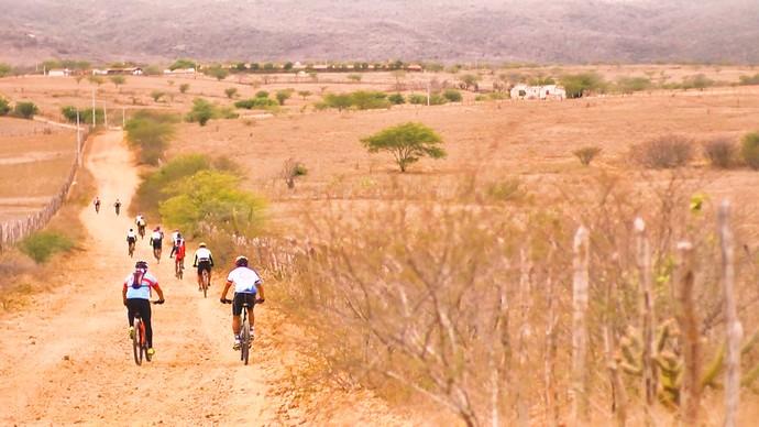 Rota pegou estrada com os ciclistas de Campestre (Foto: André Luiz)
