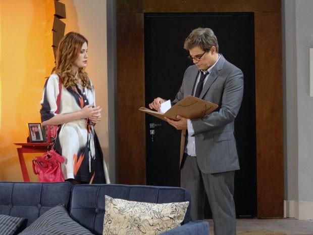 Veruska oferece os recibos para Felipe (Foto: Guerra dos Sexos/TV Globo)