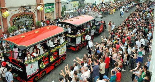 Desfile da Oktoberfest (Foto: Rogério Pires/ Divulgação)