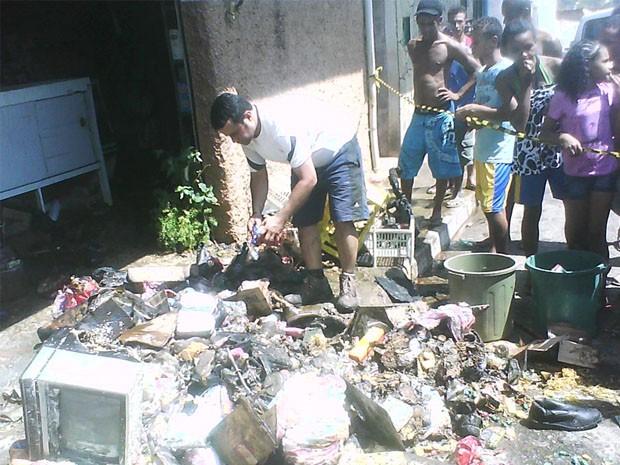Incêndio destrói mercadorias de merceria em Lavras. (Foto: Corpo de Bombeiros)