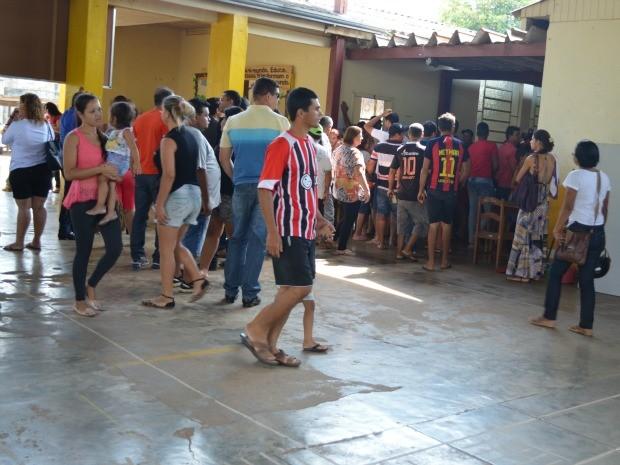 Primeiras horas de votação foram marcadas por filas (Foto: Magda Oliveira/G1)