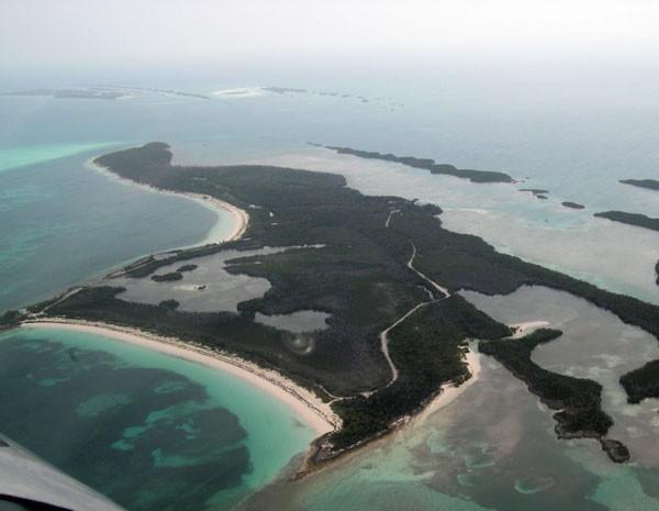 Vista aérea do Big Grand Cay, nas Bahamas, arquipélago leiloado neste ano. (Foto: www.vladi-private-islands.de)