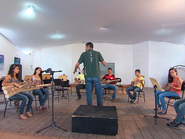 Instrumentos musicais feitos com sisal (Foto: Globo)
