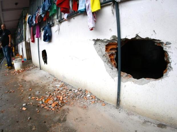 Paredes de celas foram perfuradas por detentas durante motim. (Foto: Divulgação/ Susipe)