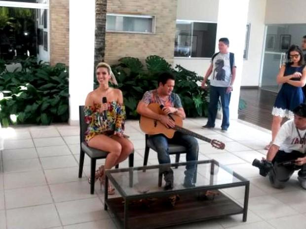 Thábata Mende ao lado de Chimbinha: nova formação, novo estilo, mas o repertório será de música consagradas na voz e Joelma. (Foto: Ingo Muller/G1 Pará)