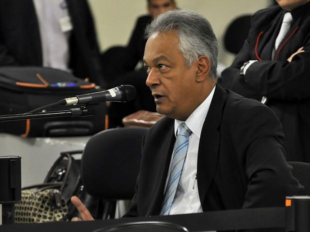 Vereador e ex-delegado Edson Moreira depõe como testemunha de defesa no júri de Bola (Foto: Renata Caldeira / TJMG)