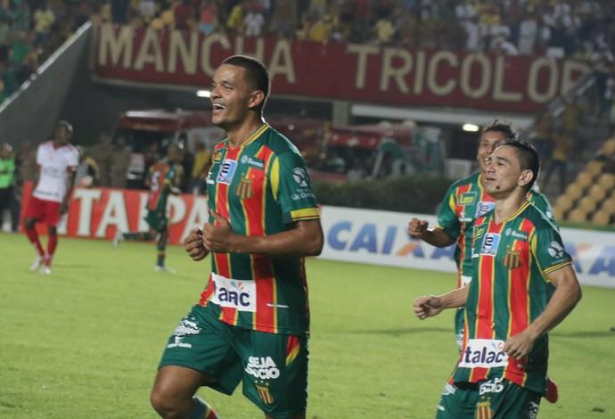 Atacante Jheimy marcou dois gols no jogo contra o Mogi Mirim e foi decisivo no duelo (Foto: Sampaio / Divulgação)