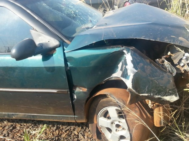 Motorista foi baleado e bateu em construção após troca de tiros com a PM, em Goiás (Foto: Divulgalção/Polícia Militar)