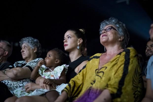 Leandra Leal com a filha nos braços e a mãe, a atriz Angela Leal, ao lado (Foto: Leo Lara/Divulgação)