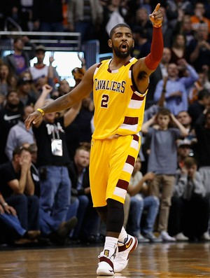 Kyrie Irving, do Cleveland Cavaliers, contra o Phoenix Suns (Foto: Christian Petersen/Getty Images)