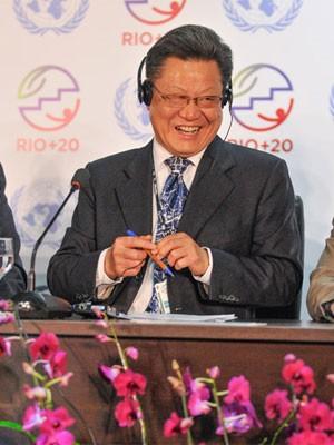 O secretário-geral da Rio+20, o chinês Sha Zukang, ri durante entrevista coletiva para falar sobre os eventos que acontecem nesta quarta (13) na Rio+20 (Foto: Celso Pupo/Fotoarena/Folhapress)