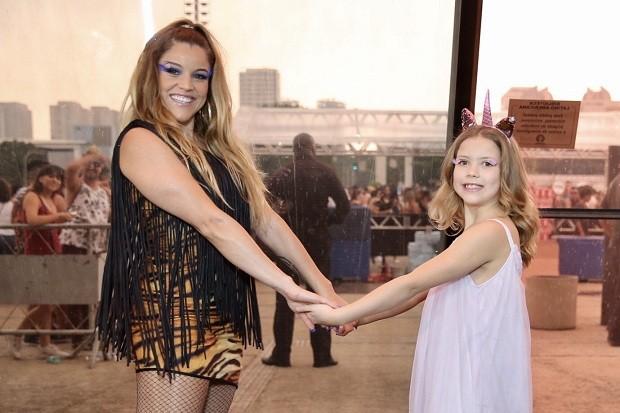 Fantine Thó e a filha Christine (Foto: Manuela Scarpa / Brazil News)