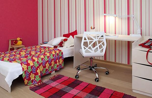 Mais uma possibilidade de transformação, para crianças grandes, com cama e escrivaninha maiores (Foto: Divulgação)