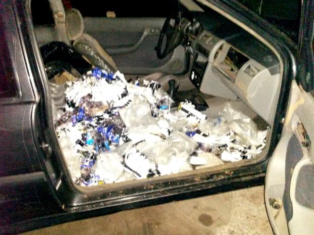 Segundo os guardas municipais, veículo com placas de Curitiba está com impostos atrasados há mais de cinco anos (Foto: GM / Divulgação)