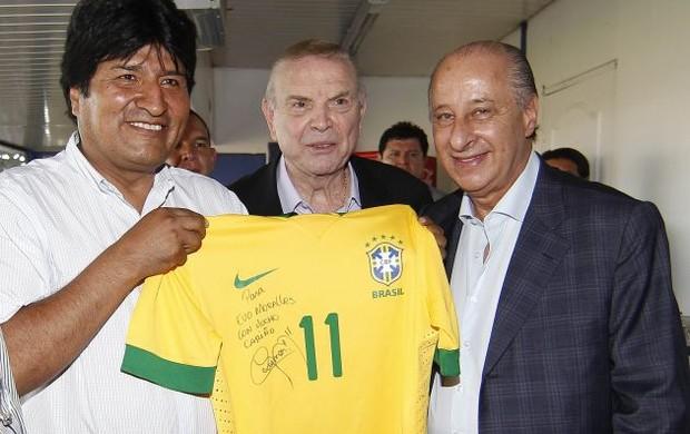 Evo Morales com camisa de Neymar (Foto: Divulgação/CBF)