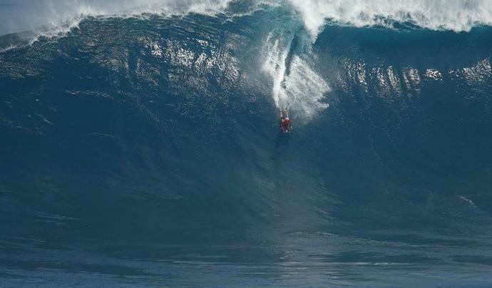 Magno de Oliveira Passos surfando de bodyboard em Jaws (Foto: Cuda Shots/Divulgação)