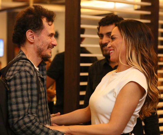 Enrique Dias cumprimeta Suzana Pires (Foto: Isabella Pinheiro/Gshow)