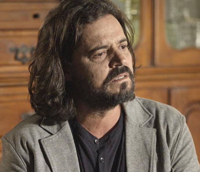 Bernardo fica surpreso com a revelação de Emília (Foto: TV Globo)