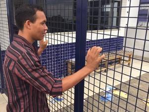 Enem 2015 - Domingo (25) - Goiânia (GO) - Diames de Jesus Costa, de 26 anos, chegou 1 minuto atrasado e perdeu a prova, em Goiânia (Foto: Murillo Velasco/G1)