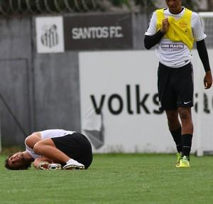 Elano caído treino do Santos (Foto: Mauricio de Souza/Estadão Conteúdo)