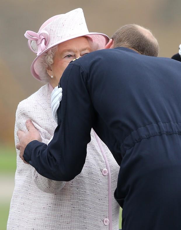 Rainha Elizabeth II e príncipe William (Foto: Getty Images)