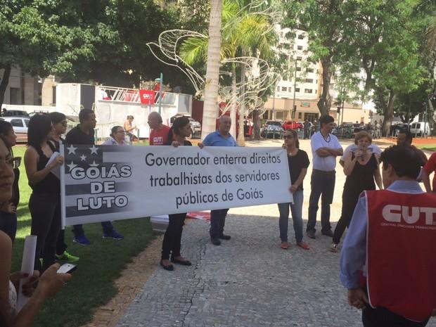 Manifestantes protestam a favor da presidente Dilma, em Goiânia, Goiás (Foto: Murillo Velasco/G1)
