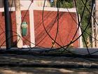 Congestionamento de fios nos postes põe em risco a população