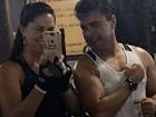 Zezé Di Camargo, de regata, malha com Graciele Lacerda