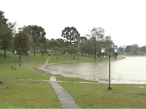 Guarapuava amanheceu com 4ºC nesta segunda-feira  (Foto: Reprodução / RPC TV)