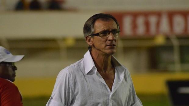 Técnico Luiz Carlos Cruz acredita que o River Plate-SE vai melhorar (Foto: João Áquila/GLOBOESPORTE.COM)