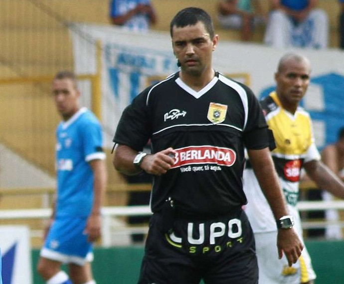 Jefferson Schmidt, árbitro, na partida entre Criciúma e Avaí (Foto: Fernando Ribeiro/ Criciúma EC)