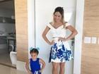 Thyane Dantas e a filha Ysis mostram 'look do dia' na web e fazem pose