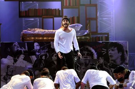 No espetáculo 'Rock in Rio, o musical', Hugo Bonemer é o protagonista Aleph (Foto: Guga Melgar)