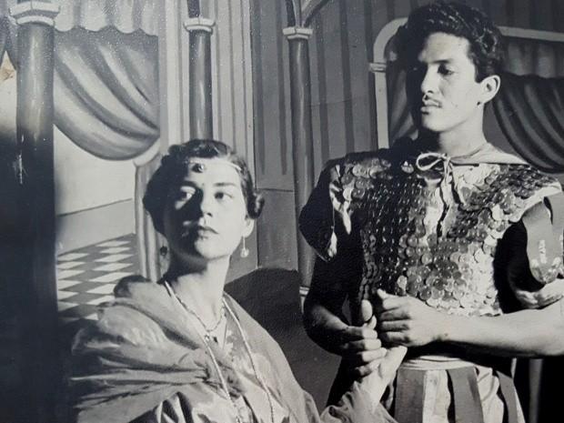 Walter e Paulina durante encenação de Quo Vadis no circo, em 1954 (Foto: Arquivo Pessoal / Walter de Almeida)