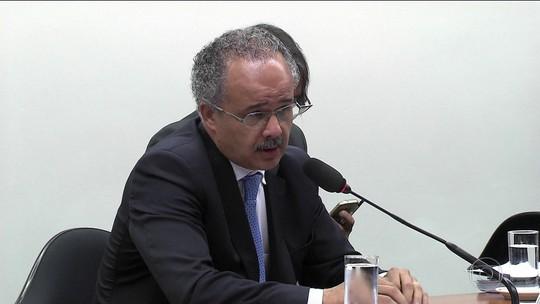 Relator quer que candidato não seja preso até 8 meses antes da eleição
