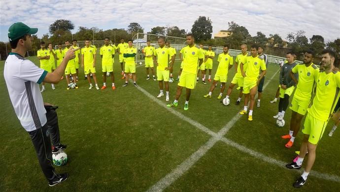 Léo Condé e jogadores do elenco do Goiás em treino (Foto: Rosiron Rodrigues/Goiás E.C.)