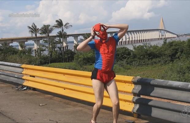 'Homem Aranha de Manaus' é amante da cultura geek (Foto: Rede Amazônica)