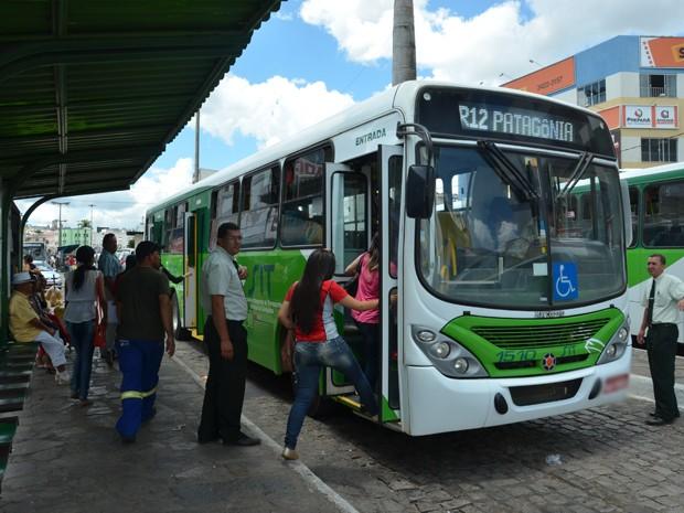 Ônibus circulam de graça em Vitória da Conquista Bahia (Foto: Anderson Oliveira/Blog do Anderson)