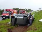 Quatro pessoas ficam feridas após carro capotar em Valentim Gentil