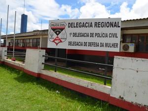 Todos os suspeitos foram encaminhados para a Delegacia de Cacoal (Foto: Rogério Aderbal/G1)