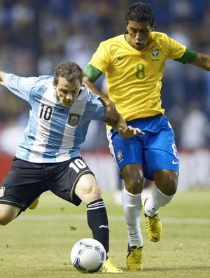 Paulinho, Argentina e Brasil (Foto: Agência AFP)