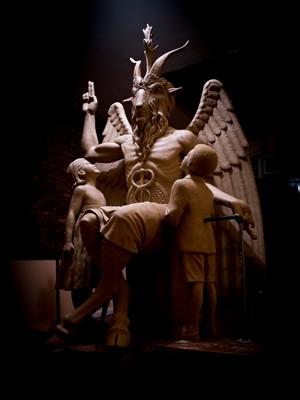 Estátua de ídolo pagão está no Templo Satânico inaugurou em Detroit, nos EUA  (Foto: AP Foto/The Satanic Temple)